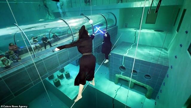 Kỷ lục nhảy múa dưới nước không đeo mặt nạ oxy… lâu nhất thế giới - Ảnh 8.