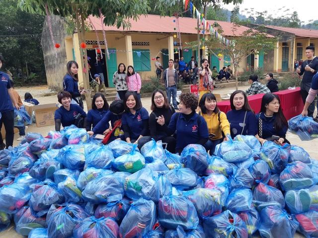 Báo Dân trí trao tặng 258 suất quà Tết đến học sinh miền núi tỉnh Tuyên Quang - Ảnh 1.