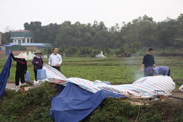 Hà Nội: Người dân mở cửa, thông đường vào bãi rác Nam Sơn - Ảnh 2.