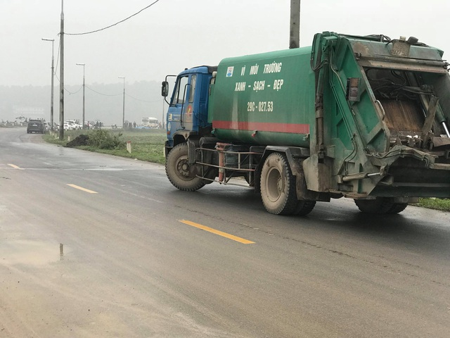 Hàng chục người dân vẫn bám trụ ngày đêm, chặn xe vào bãi rác Nam Sơn - Ảnh 8.
