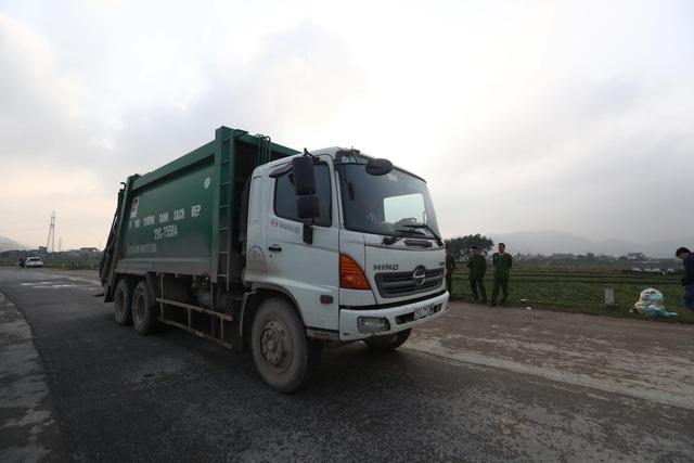 Hà Nội: Người dân mở cửa, thông đường vào bãi rác Nam Sơn - Ảnh 5.