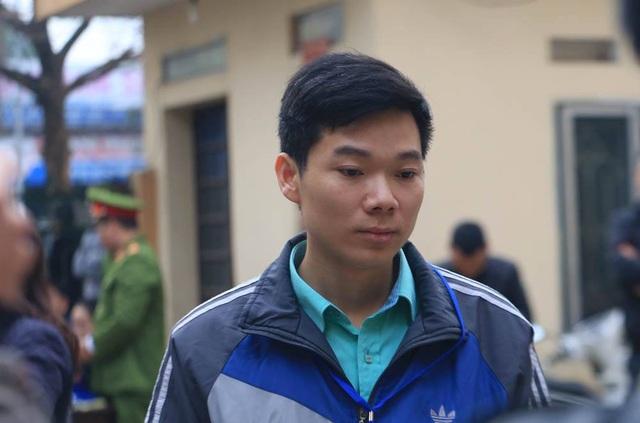 Xử vụ chạy thận tử vong: Bác sĩ Hoàng Công Lương không chắc chắn về sức khỏe của mình - Ảnh 1.