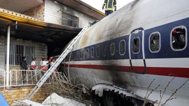 Rơi máy bay Boeing 707 ở Iran, 15 người thiệt mạng - Ảnh 3.