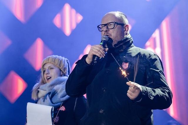 Thị trưởng Ba Lan bị đâm nhiều nhát dao ngay trên sân khấu - Ảnh 1.
