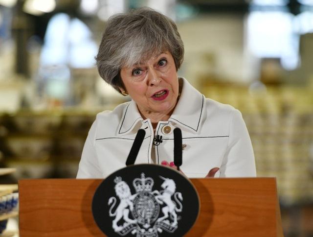 Anh sôi sục trước cuộc bỏ phiếu quyết định về Brexit, Thủ tướng cảnh báo thảm họa - Ảnh 1.