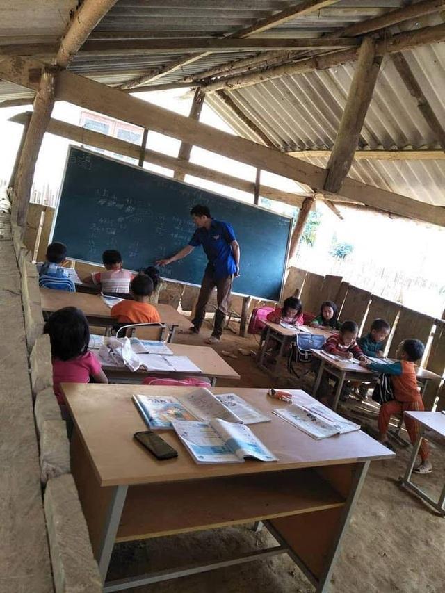 Xót xa hình ảnh học sinh mầm non ở vùng cao đốt lửa ngồi học cho đỡ rét - Ảnh 10.