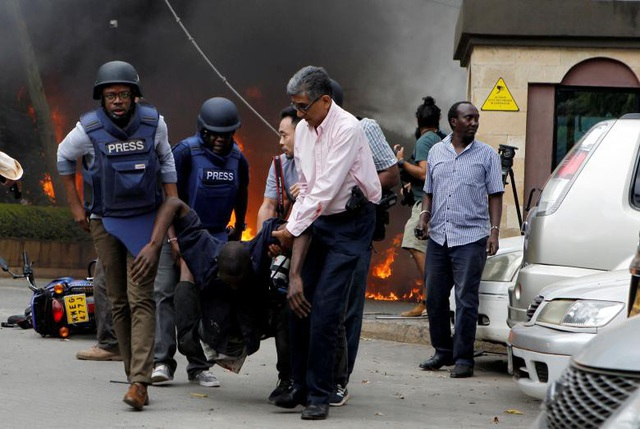 Khách sạn sang trọng chìm trong khói lửa do bị khủng bố, 15 người chết - Ảnh 14.
