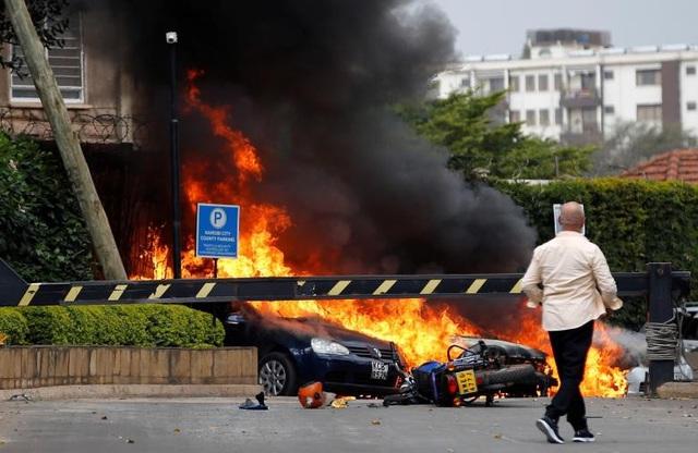 Khách sạn sang trọng chìm trong khói lửa do bị khủng bố, 15 người chết - Ảnh 13.
