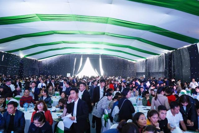 Him Lam Green Park hấp dẫn khách hàng trong ngày ra mắt - Ảnh 1.
