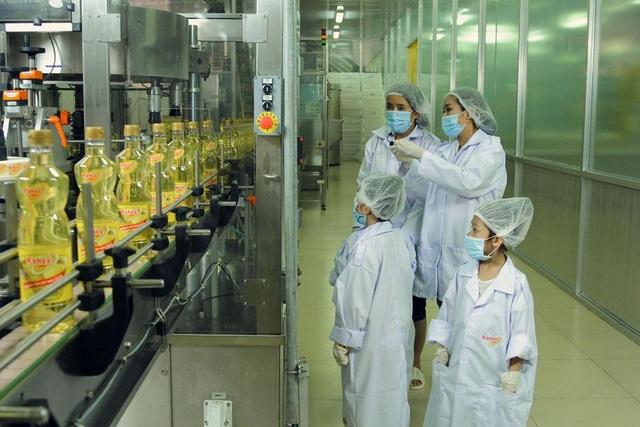 Ốc Thanh Vân ấn tượng với dây chuyền sản xuất dầu ăn từ cá hiện đại chuẩn Châu Âu - Ảnh 4.