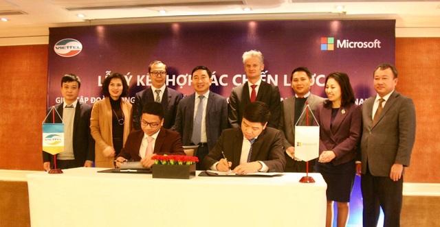 Viettel và Microsoft hợp tác chiến lược cùng đẩy mạnh dịch vụ số tại Việt Nam - Ảnh 1.