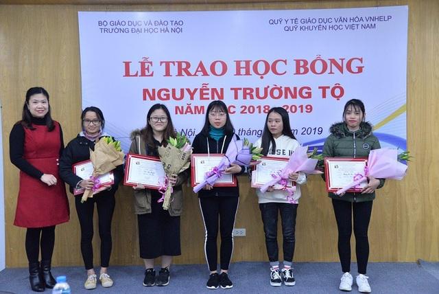 Quỹ Khuyến học Việt Nam trao học bổng Nguyễn Trường Tộ đến nhiều trường đại học ở Thủ đô - Ảnh 4.