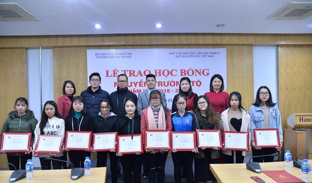 Quỹ Khuyến học Việt Nam trao học bổng Nguyễn Trường Tộ đến nhiều trường đại học ở Thủ đô - Ảnh 6.