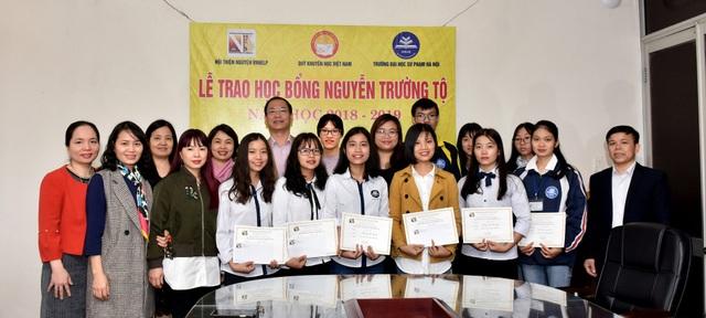Quỹ Khuyến học Việt Nam trao học bổng Nguyễn Trường Tộ đến nhiều trường đại học ở Thủ đô - Ảnh 7.