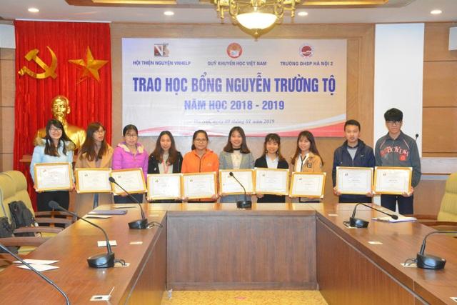Quỹ Khuyến học Việt Nam trao học bổng Nguyễn Trường Tộ đến nhiều trường đại học ở Thủ đô - Ảnh 3.
