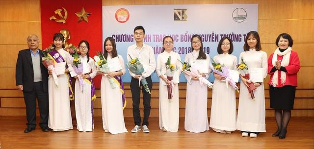Quỹ Khuyến học Việt Nam trao học bổng Nguyễn Trường Tộ đến nhiều trường đại học ở Thủ đô - Ảnh 9.