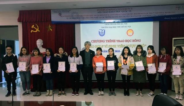 Quỹ Khuyến học Việt Nam trao học bổng Nguyễn Trường Tộ đến nhiều trường đại học ở Thủ đô - Ảnh 2.