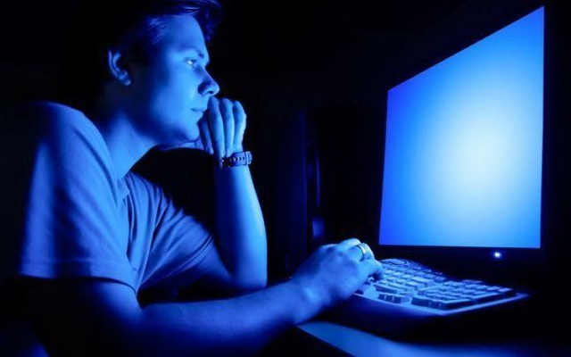 Đau mắt, mỏi mắt do dùng nhiều điện thoại, máy tính – Đây là giải pháp - Ảnh 1.