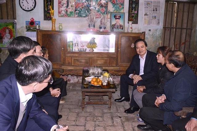 Bộ trưởng Phùng Xuân Nhạ: Sẽ sửa quy định thi giáo viên giỏi - Ảnh 1.