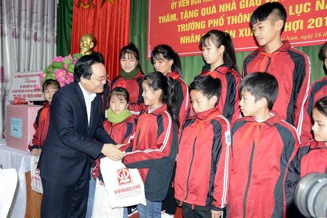 Bộ trưởng Phùng Xuân Nhạ: Sẽ sửa quy định thi giáo viên giỏi - Ảnh 3.