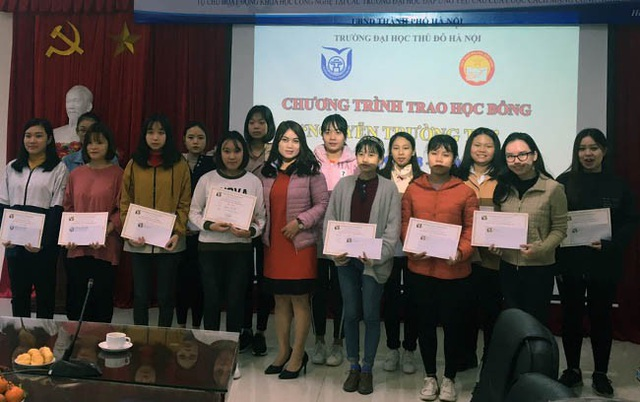 Quỹ Khuyến học Việt Nam trao học bổng Nguyễn Trường Tộ đến nhiều trường đại học ở Thủ đô - Ảnh 1.