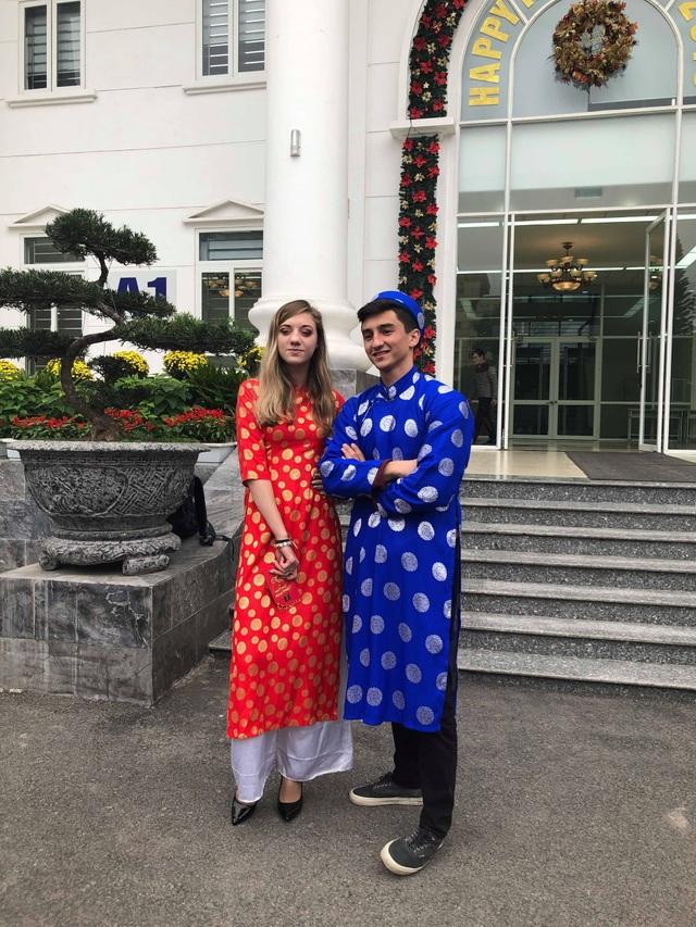 Sinh viên nước ngoài tưng bừng tham gia tìm hiểu phong tục Tết Việt - Ảnh 6.
