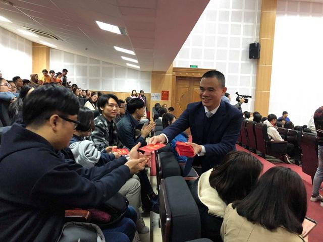 Sinh viên nước ngoài tưng bừng tham gia tìm hiểu phong tục Tết Việt - Ảnh 7.