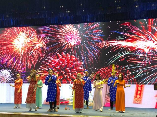 Sinh viên nước ngoài tưng bừng tham gia tìm hiểu phong tục Tết Việt - Ảnh 1.