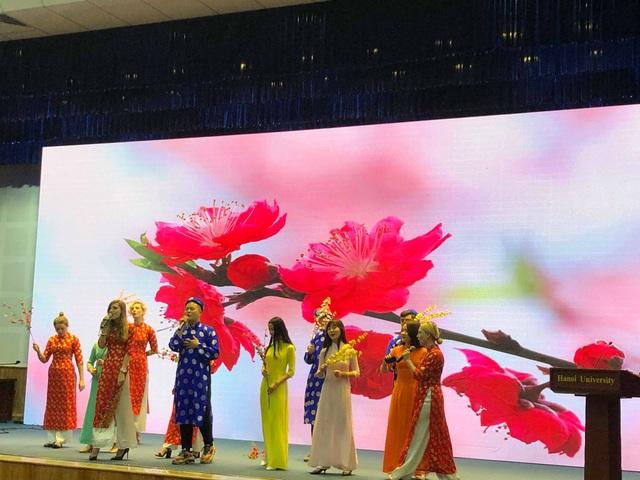 Sinh viên nước ngoài tưng bừng tham gia tìm hiểu phong tục Tết Việt - Ảnh 13.