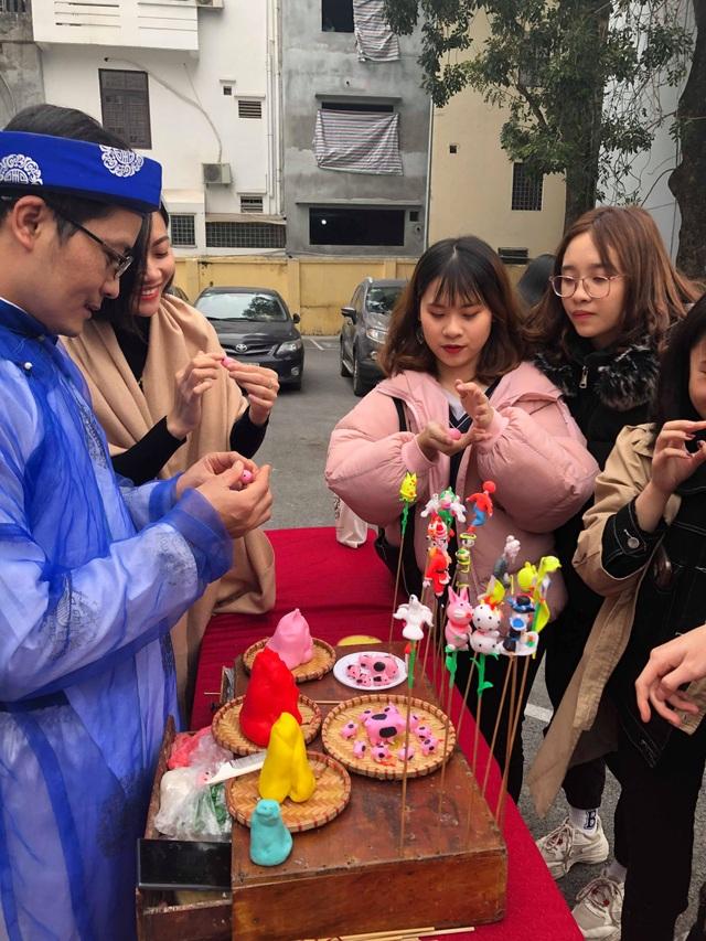 Sinh viên nước ngoài tưng bừng tham gia tìm hiểu phong tục Tết Việt - Ảnh 9.