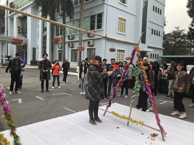 Sinh viên nước ngoài tưng bừng tham gia tìm hiểu phong tục Tết Việt - Ảnh 11.