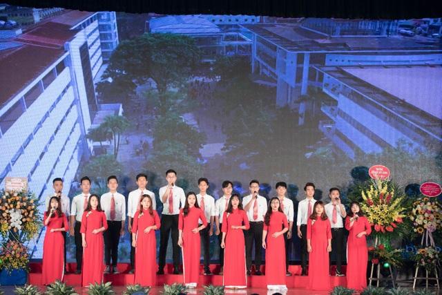 Tưng bừng hoạt động kỷ niệm 50 năm thành lập khoa Kinh tế & Quản lý xây dựng - ĐH Xây dựng - Ảnh 1.