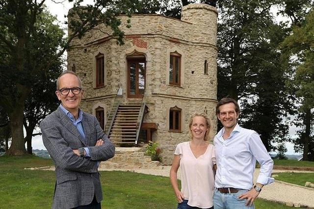 Cải tạo lâu đài bỏ hoang, cặp vợ chồng rao bán 25 tỷ đồng kiếm lời - Ảnh 3.