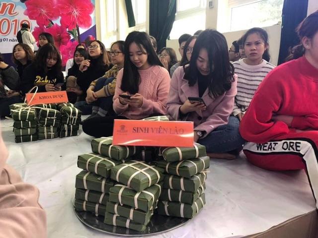 Sinh viên gói hơn 1.000 chiếc bánh chưng dành tặng những hoàn cảnh khó khăn  - Ảnh 3.