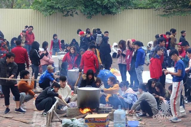 Sinh viên gói hơn 1.000 chiếc bánh chưng dành tặng những hoàn cảnh khó khăn  - Ảnh 4.