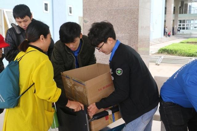 Sinh viên gói hơn 1.000 chiếc bánh chưng dành tặng những hoàn cảnh khó khăn  - Ảnh 7.