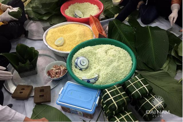 Sinh viên gói hơn 1.000 chiếc bánh chưng dành tặng những hoàn cảnh khó khăn  - Ảnh 12.