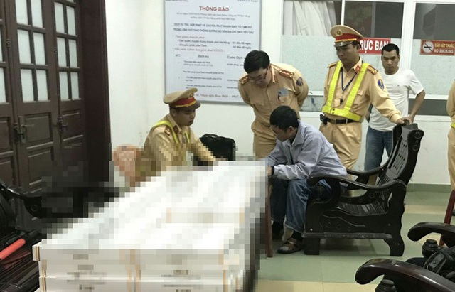 Bắt giữ xe khách chở gần 2.000 gói thuốc lá nhập lậu - Ảnh 1.