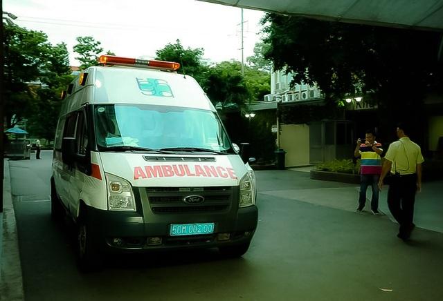 Xe cấp cứu của bệnh viện Đại học Y dược tiếp nhận bệnh nhân hôm 1/1.