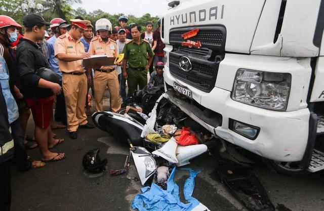 Phó Thủ tướng yêu cầu tìm giải pháp ngăn các vụ tai nạn nghiêm trọng do xe container gây ra - 1