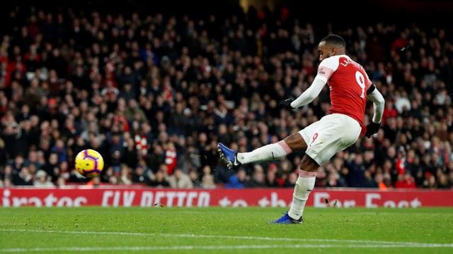 Lacazette sút tung lưới Fulham ở đầu hiệp hai nhân đôi cách biệt cho Pháo thủ