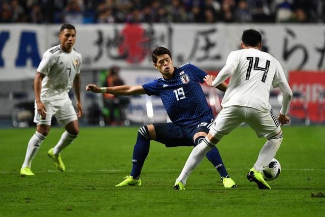 Hiroki Sakai là cầu thủ giàu kinh nghiệm thứ 3 của Nhật Bản ở Asian Cup 2019 với 49 lần khoác áo ĐTQG (chỉ sau Yuto Nagatomo và Maya Yoshida). Hiện tại, cầu thủ này là trụ cột của CLB Marseille (từng lọt vào chung kết Europa League mùa trước). Dù sở hữu thể hình cao to, vốn không thích hợp với vị trí hậu vệ cánh, nhưng Sakai lại cho thấy sự cơ động, với khả năng lên công về thủ cực ttoos.