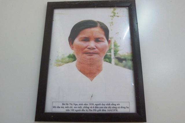 Bà Hà Thị Nga - nhân chứng sống, có 6 đứa con và chồng, cha mẹ đều bị Pôn Pốt giết chết, chỉ còn mình bà may mắn sống sót. Hiện bà đã 82 tuổi.