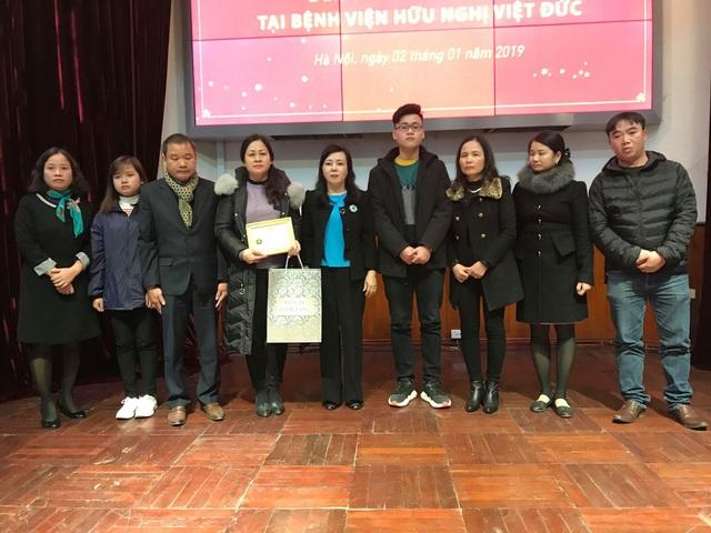 Bộ trưởng Bộ Y tế truy tặng Kỷ niệm chương Vì sức khỏe nhân dân cho anh Dương Hồng Quý.