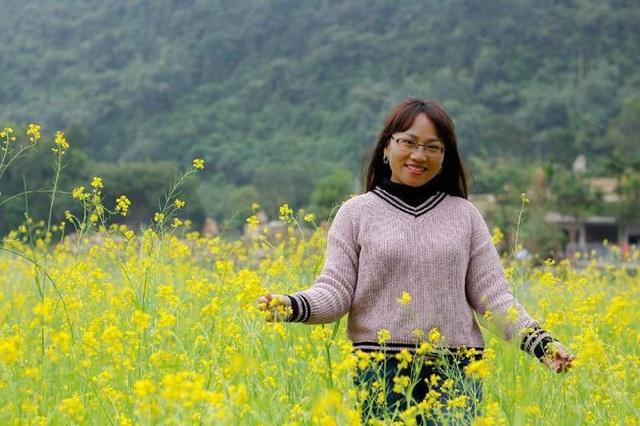 Đến vườn hoa cải rộng lớn rực vàng cả một vùng thung lũng, du khách được thả hồn vào thiên nhiên tươi đẹp.