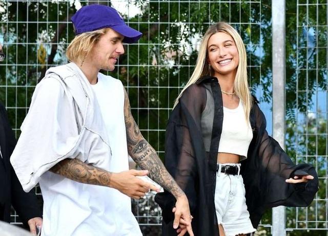 Justin Bieber và Hailey Baldwin đón năm mới tại Hawaii.