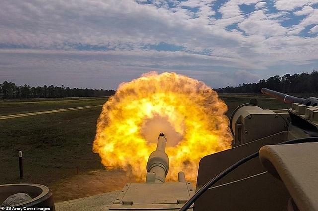 Xe tăng M1A1-SA Abrams của Mỹ khai hỏa tại Fort Stewart, Georgia.
