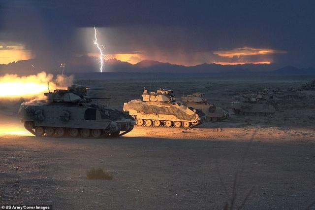 Nhóm tác chiến của Lữ đoàn thiết giáp số 30 thuộc Lực lượng Vệ binh Quốc gia tham gia tập trận.