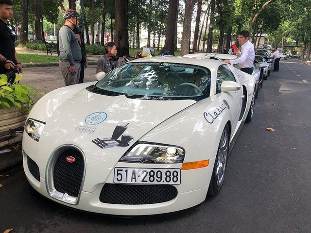 """Bugatti Veyron của Minh """"Nhựa"""" được ông Đặng Lê Nguyên Vũ mua và đổi màu ngay trước hành trình xuyên Việt"""