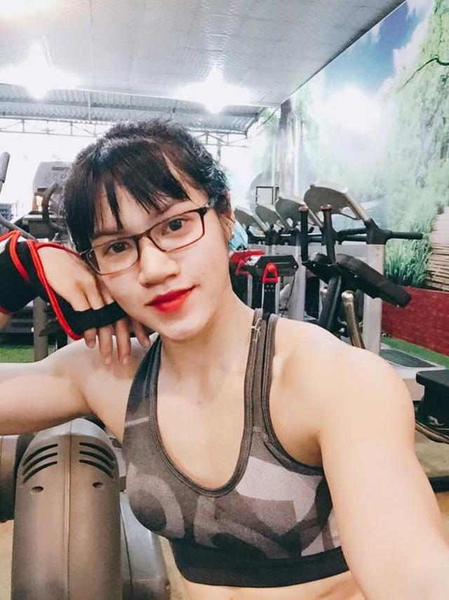 Trần Thị Ny (sinh năm 1999) trở nên hot và nổi như cồn trên mạng xã hội khi sở hữu gương mặt búp bê nhưng thân hình lực lưỡng.